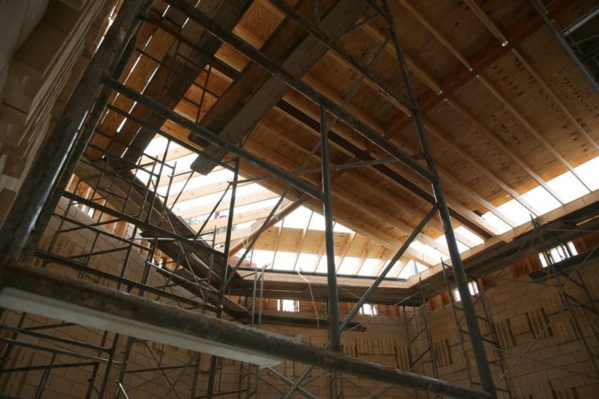 ceilingdiagonaljoists.jpg
